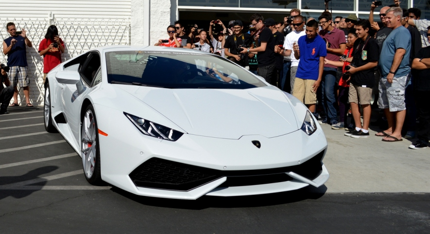 Lamborghini Huracan revs for the crowd