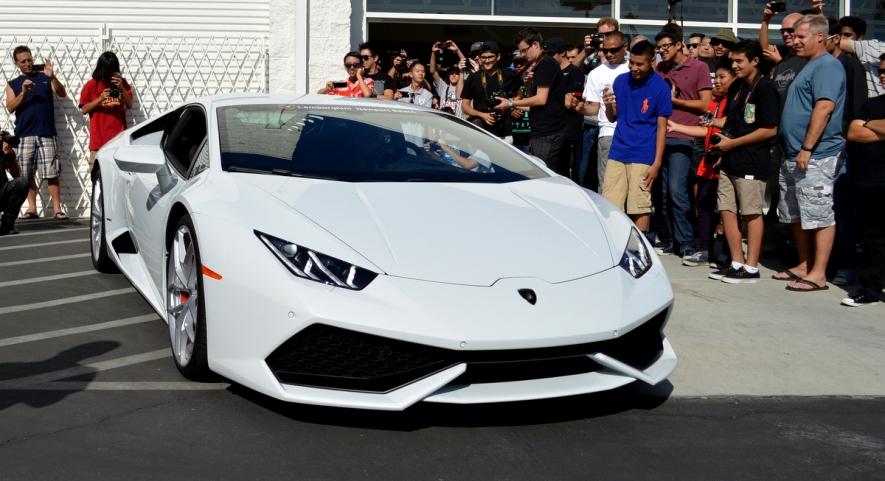 Lamborghini Huracan revs for the crowd